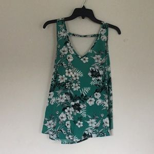 Tops - Green White Flowered Wrap Around Top 🌞